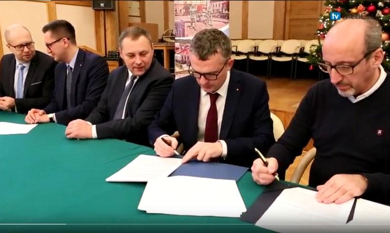 Podpisanie umowy na prace wykończeniowe Wielickiej Mediateki
